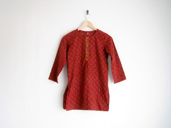 vintage folk hippie blouse // red floral sunflower print shirt