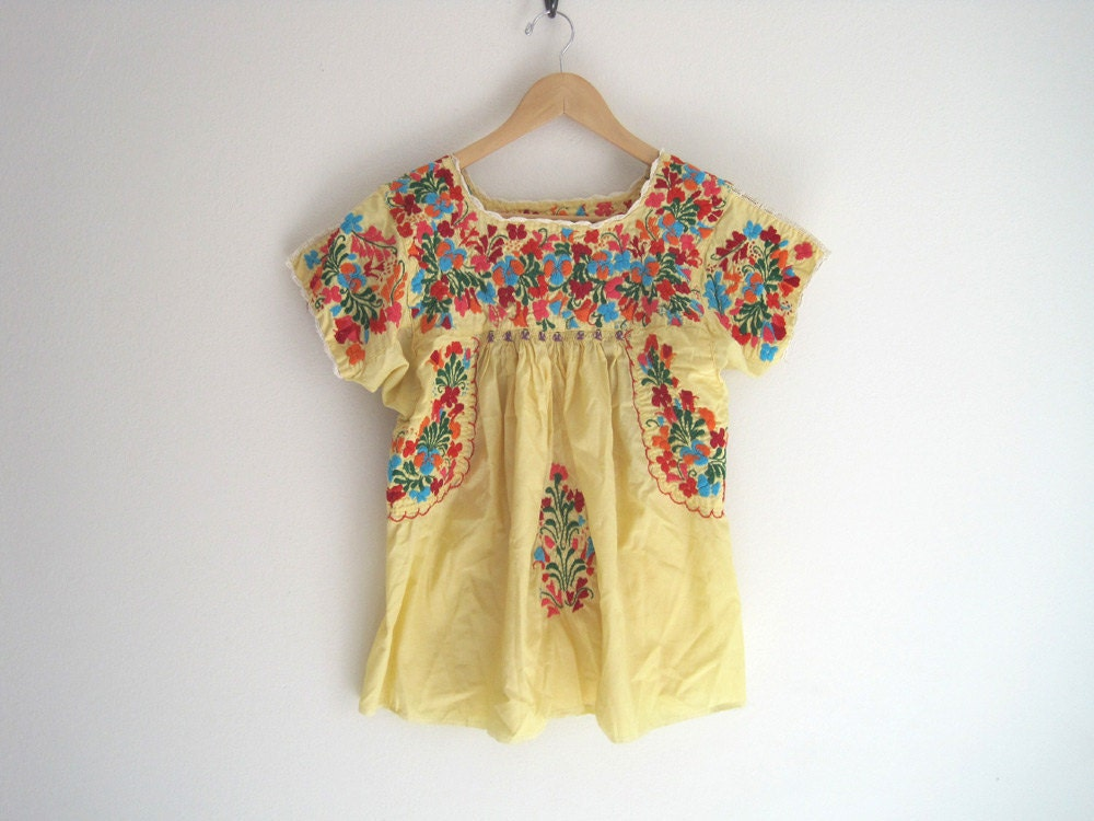 Vintage yellow embroidered mexican shirt floral embroidery