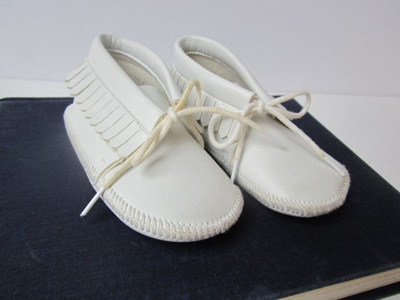 Custom Listing for ALLROUNDSQUARE -- White Baby Moccasins -- Faux Leather -- Vintage -- HALF OFF