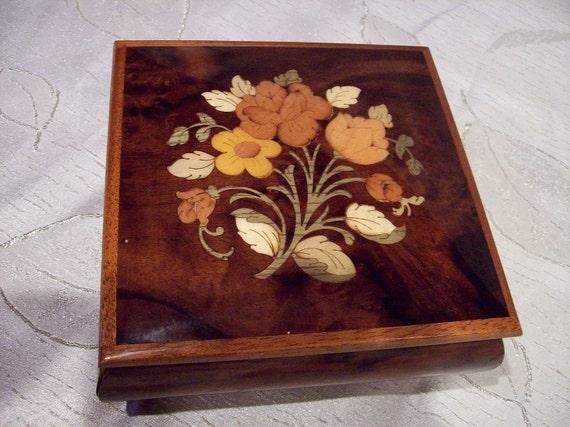 Vintage wood  inlay music/ jewelry box