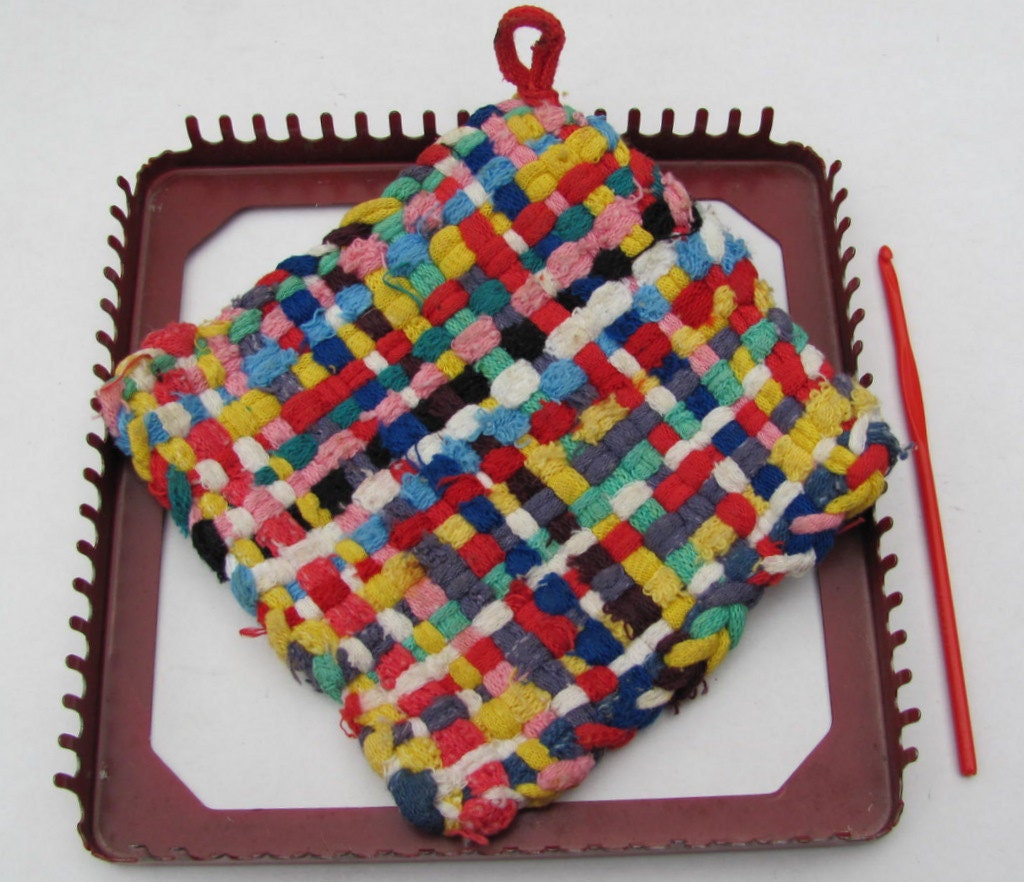 how to use a potholder loom