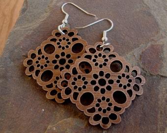 Sustainable Wooden Earrings - Lace - in Walnut