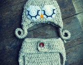 Sleepy owl crochet hat and nappy/diaper cover. Newborn. Great photo photography prop.