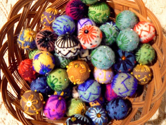 Felt beads(10 pieces)Felting/Hand Embroidered /For Acessories,Jewelry,Toys...