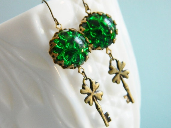 St Patricks Day Dangle Earrings Vintage Green Clover Shamrock - Key to Luck