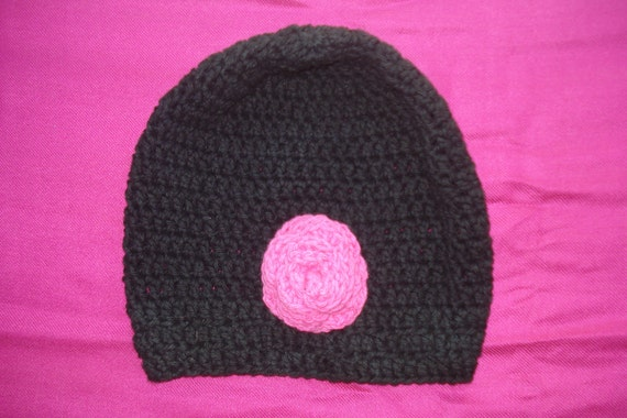 crochet baby hat (fun colors bright pink flower black)