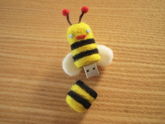 Sting Sting Little BEE Felt Workmate: 4GB USB flash drive