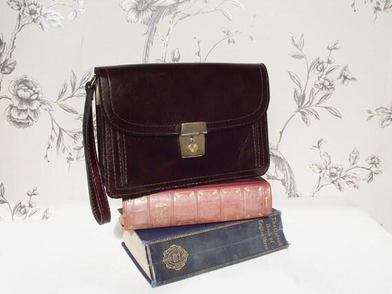 SALE - Leather Purse / Handbag with Wrist Strap - Vintage