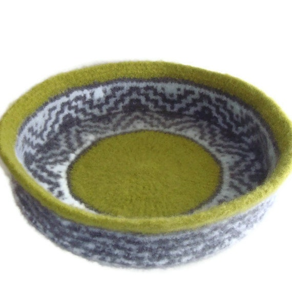 Hand Knit Felted Cat Bed Peruvian Highland Wool Pet Bed Cat Napper - Abeowan