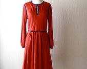 Vintage 70s Dress / Rust Orange with Navy Blue Piping