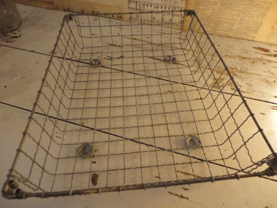 Antique Crinkly Wire Industrial Tray
