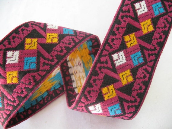VINTAGE EMBROIDERED RIBBON  -  Aztec