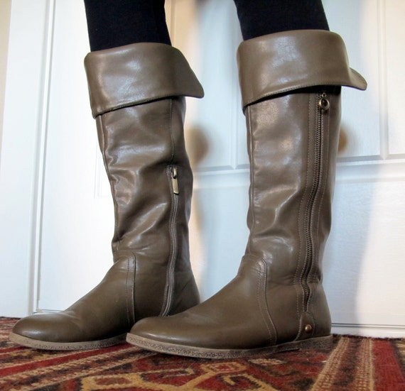 Vtg 80s BOOTS Casual w/ Side Zipper, Fold Over Top, Slouch, Vintage Vinyl, US size 8 or 8 1/2
