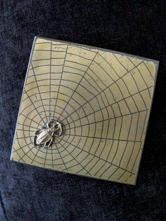 Vtg 1920s Spider & Web MakeUp Powder / Mirror Compact Vintage / Antique Goth - Extremely Rare