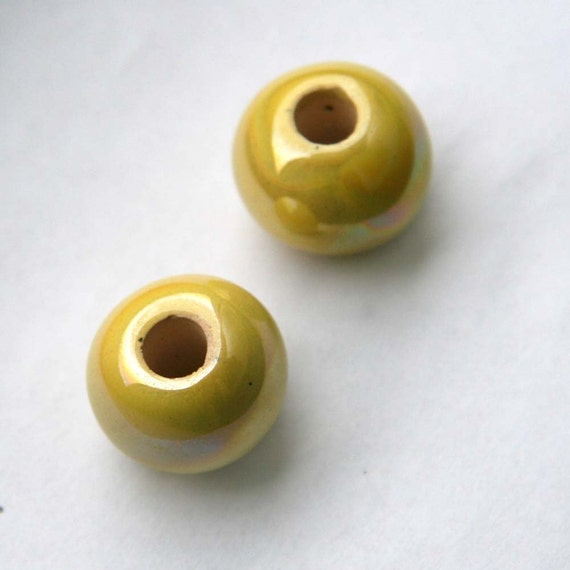 Light Yellow Round Ceramic Beads 17mm- 0.66 inch 2 pcs C 10 129