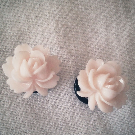 Pale Peach White Blossom 4g  5mm Plugs Gauged Studs pastel Flower Plugs Decora body piercings Gyaru