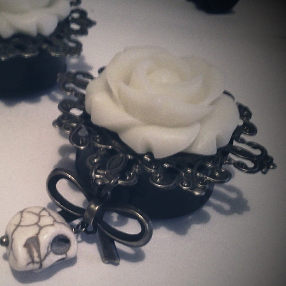 The White Death 1 1/8 inch 28mm Double Flared Plugs - Victorian Mourning Macabre Horror Day of the Dead Gothic Skull