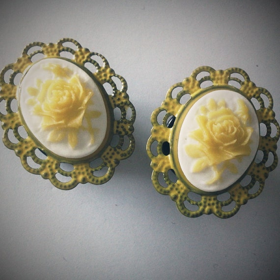 1/2 inch 12mm Plugs Yellow Rose Cameo -  Romantic gauge piercing stretched lobes body art chic fun fashion kawaii
