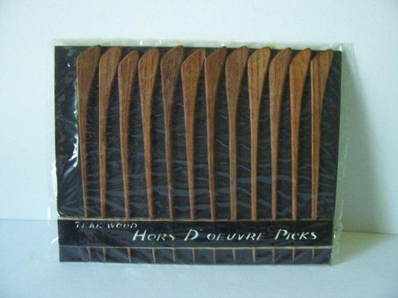 Set of 12 vintage teak wood Mid Century hors d'oeuvre or appetizer picks