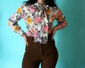 SALE // Vintage 70s Bright Florals Blouse / Secretary Neck Tie Top / Bow (S-M)