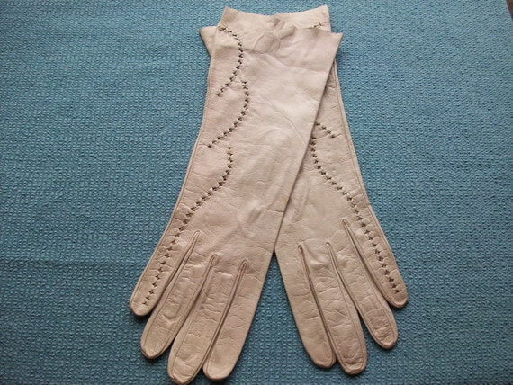Vintage beige leather gloves with gorgeous detail- made in France