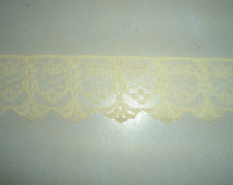 Lace ... Flat ... 1 5/8 Inch Wide ... Pastel Yellow ... One Yard  (sold by the yard) ... Item No. L051