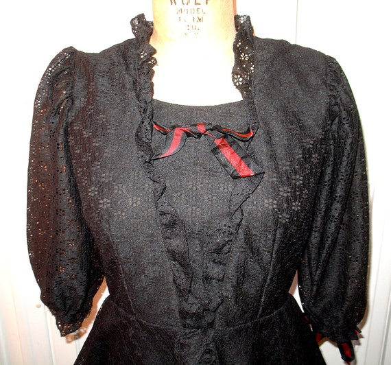 Vintage Black Lace Ruffled Victorian Dress Frock - STEAMPUNK - Mint - Size 8. Size 6. gothic Lolita. Victorian