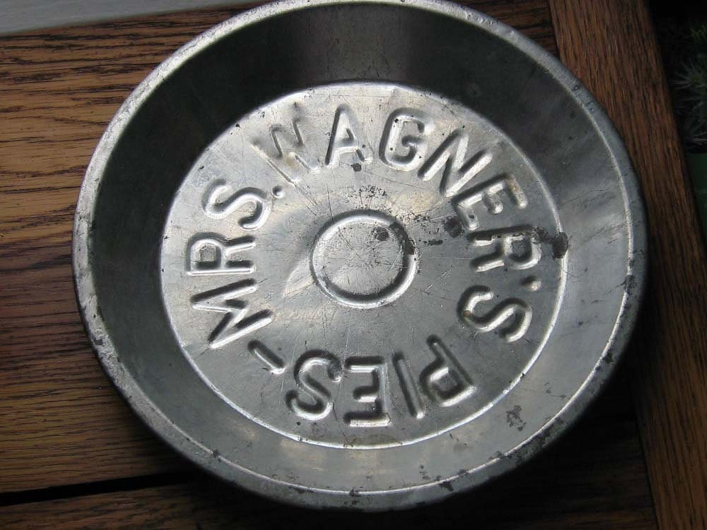 Mrs Wagners Pie Tin 9 5 Inches