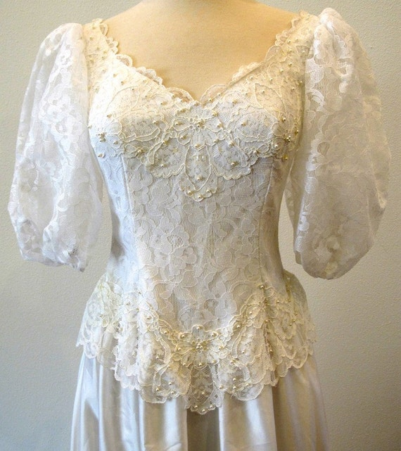Vintage wedding dress / 80s bridal gown / wedding gown / satin and lace / princess bride