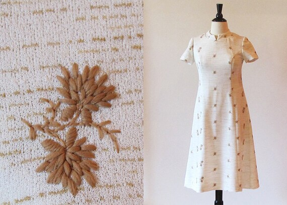1960s beige knit dress / 1960 knit dress / 60s summer dress
