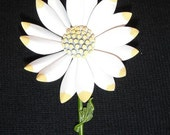 Sunny, Bright Vintage Daisy Pin, Metal, White, Yellow, Green
