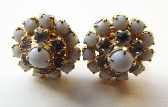 Vintage Rhinestone Earrings, Screw On Earrrings, White Vintage Earrings, Gifts for Her, Gifts for Mom, Gold