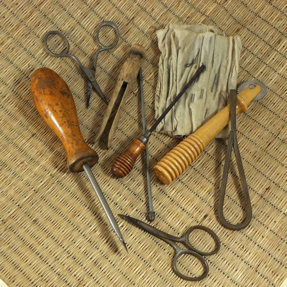 Sweet collection of old sewing implements-seven pieces