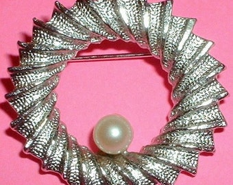 Vintage DuBarry Classic Circle Brooch