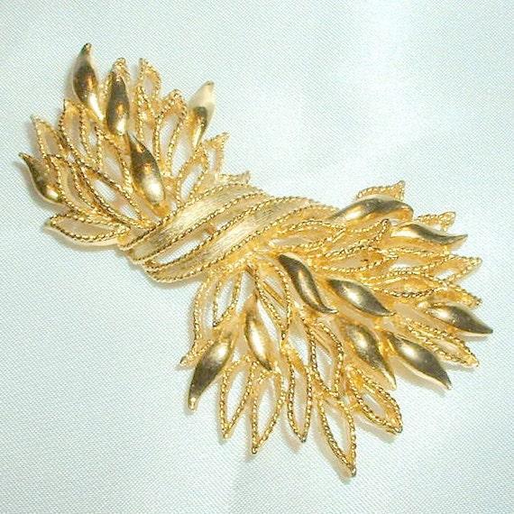 Vintage Lisner Golden Wheat Brooch