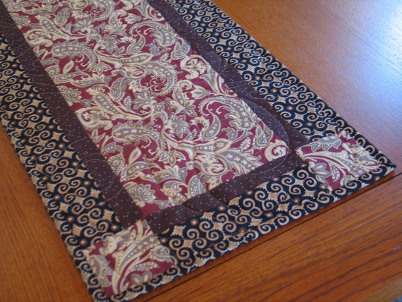 FRENCH COUNTRY/Art Deco Quilted Table Runner