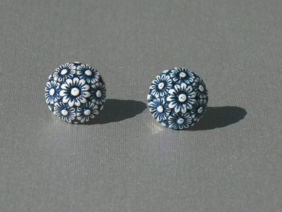 Vintage White and Navy Ornate Floral Cluster Stud Earrings