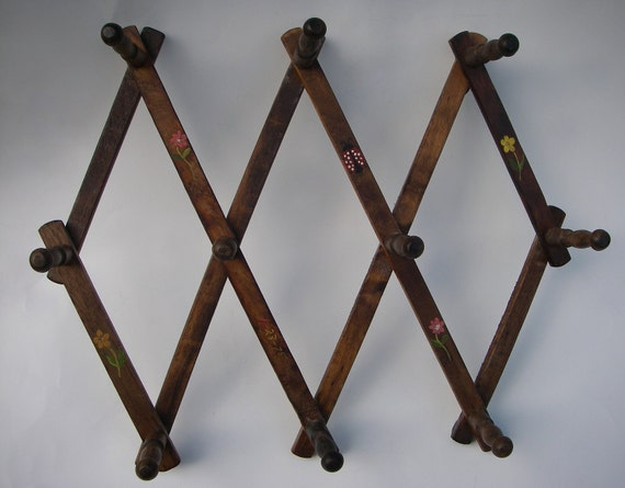 Stretch - VINTAGE - Painted Accordion Wood Peg Hanger w/Ladybug & Flower Design - perfect for necklaces, scarves and hats.