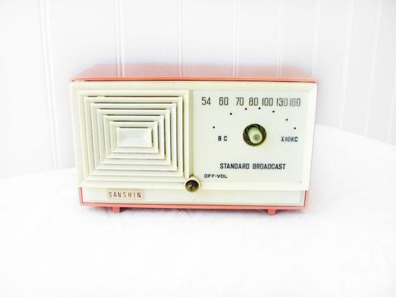 1950s - Unique Sanshin Midget Tuberadio Radio