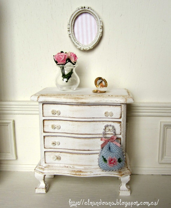 Miniature furniture dollhouse