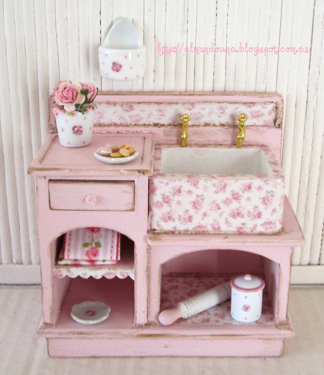 Amazoncom PLAN TOYS Dollhouse Furniture  Neo Bathroom