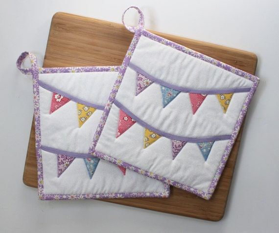 1930s Bunting - Handmade Quilted Potholders