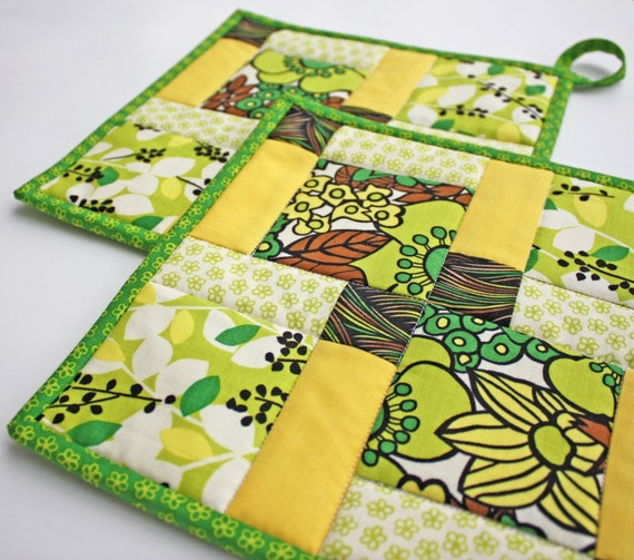 Pot holder - Disappearing Nine Patch - Handmade Quilted Potholders - Set of Two