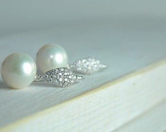 Weddings/Pearl Bridal CZ Earring/Bridal Pearl and Diamond Earring/Bridesmaid Pearl Earrings/Thank You Gifts