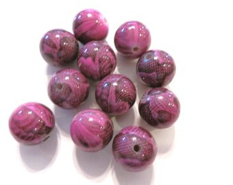 10 Fuschia Snake Reptile Acrylic Round Beads 16mm