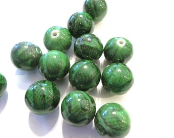10 Green Snake reptile Acrylic Round Beads 16mm