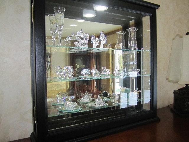 Illuminated Mirror Glass Cabinet: Black Lighted Wall Curio Cabinet