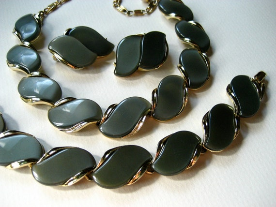 Vintage Lisner Thermoset Parure Charcoal Moonglow Set Necklace Bracelet Earrings