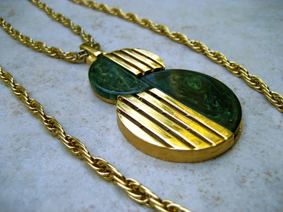 Vintage Trifari Pendant Necklace Lucite Marbled Green Gold Tone