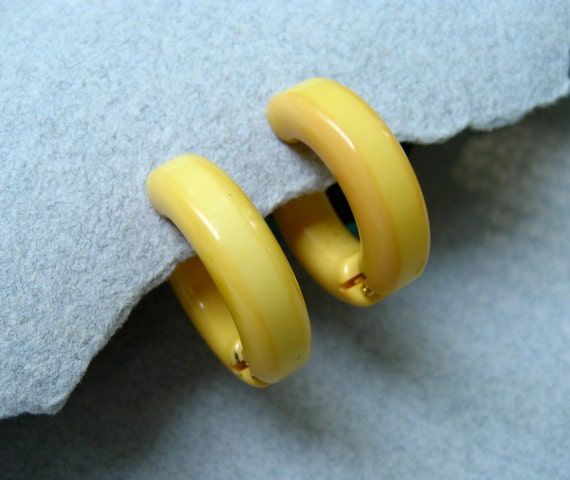 Vintage Bakelite Earrings Hoop Creamed Corn Yellow